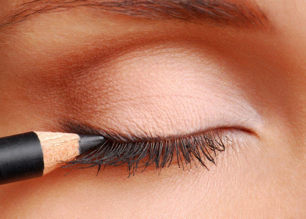 Фото с макияжем черный карандаш
