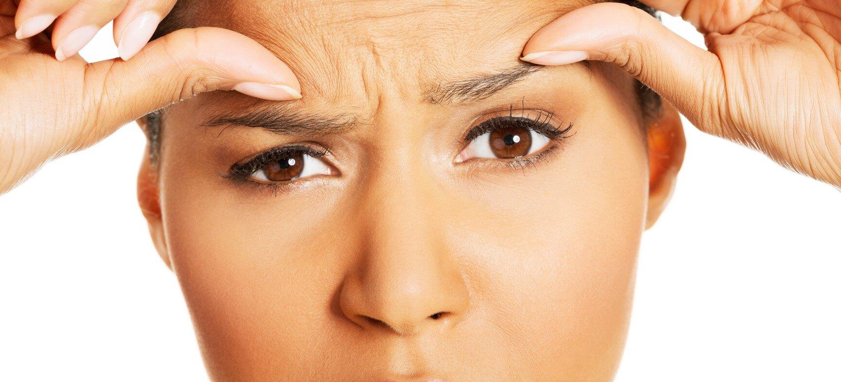 В домашних условиях избавиться от морщины между бровей