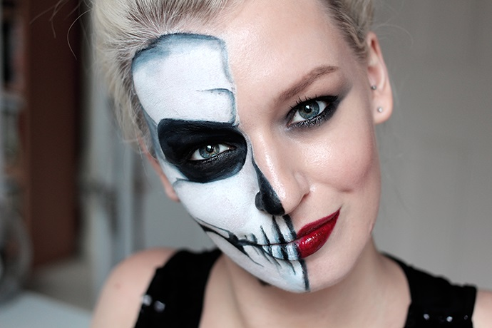 Halloween makeup half face skeleton
