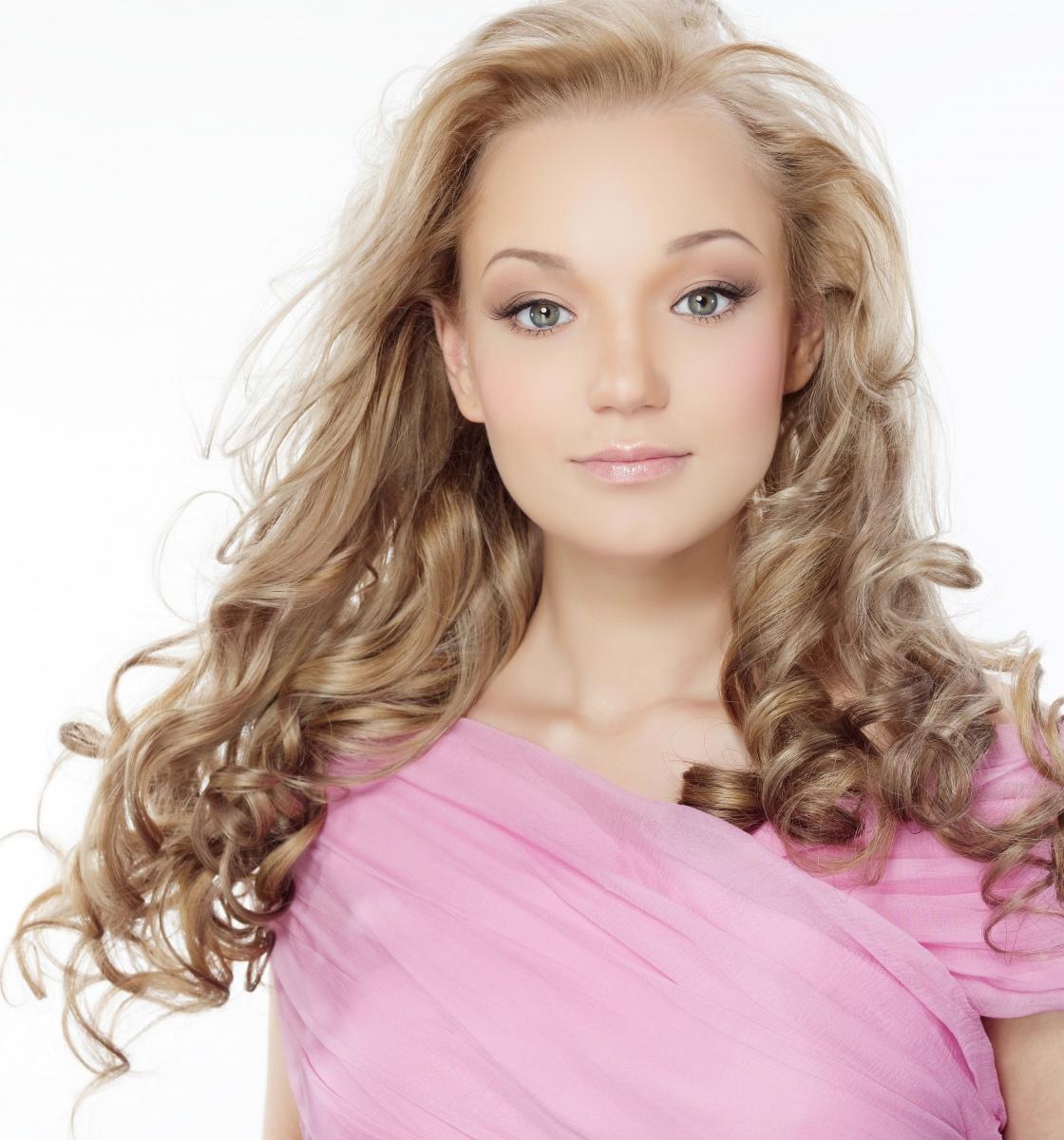 Нежный макияж на выпускной под розовое платье