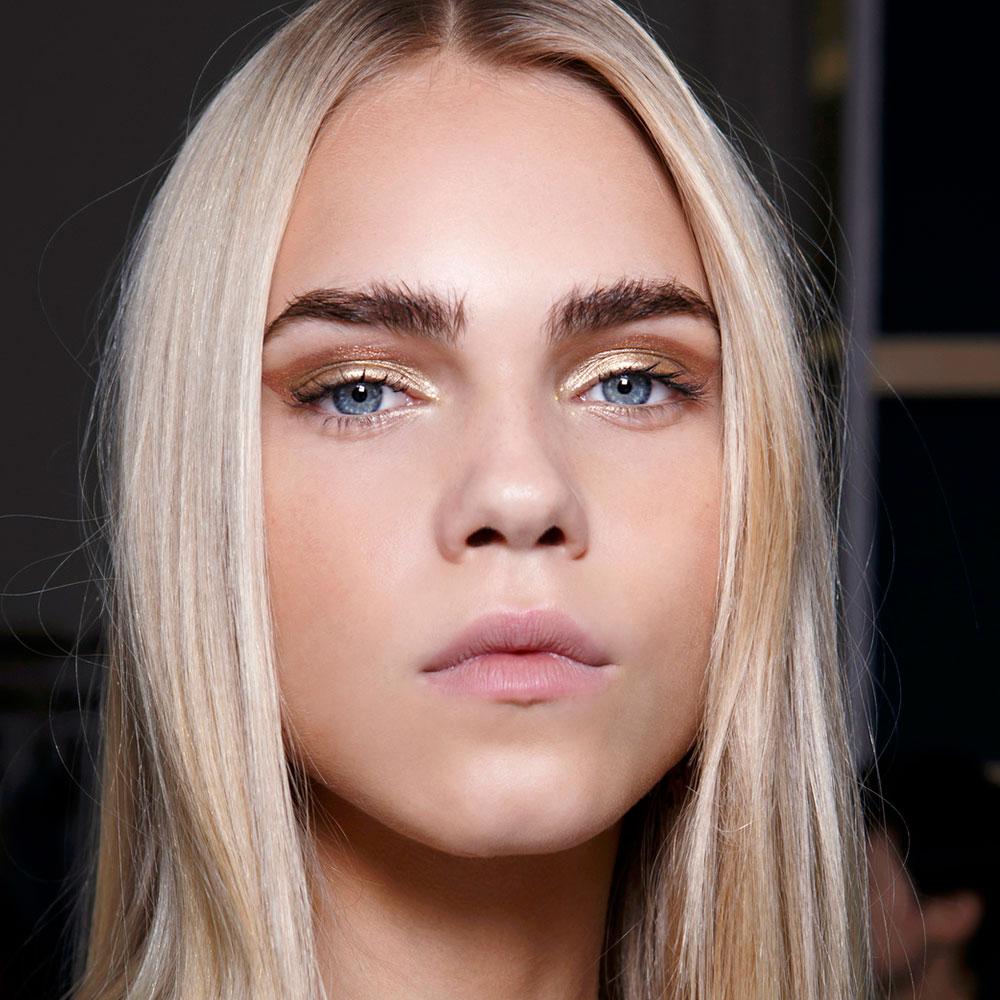 Летний макияж блондинки с голубыми глазами