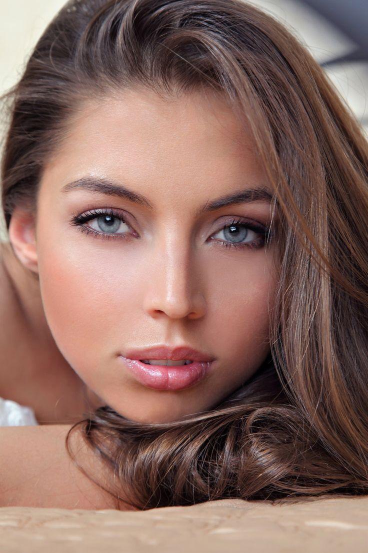 Летний легкий макияж для серых глаз
