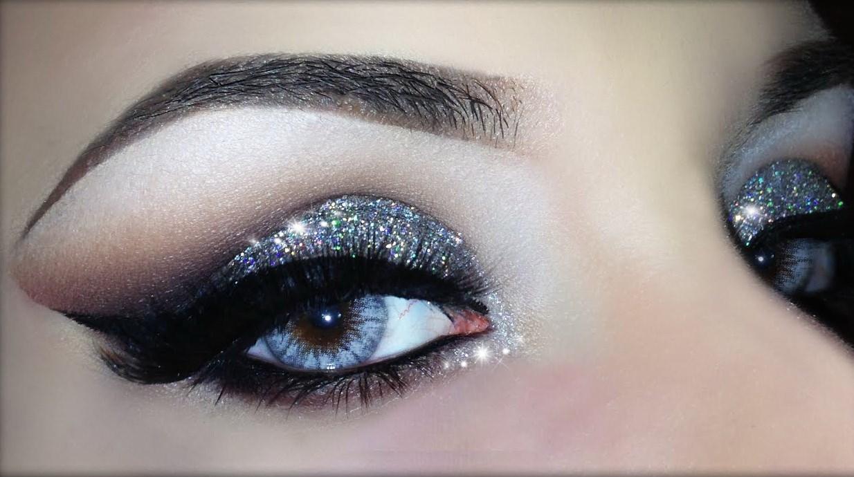 блестящий макияж для голубых глаз