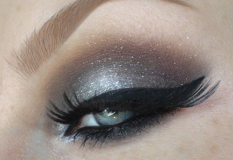 макияж с серебряными блестками