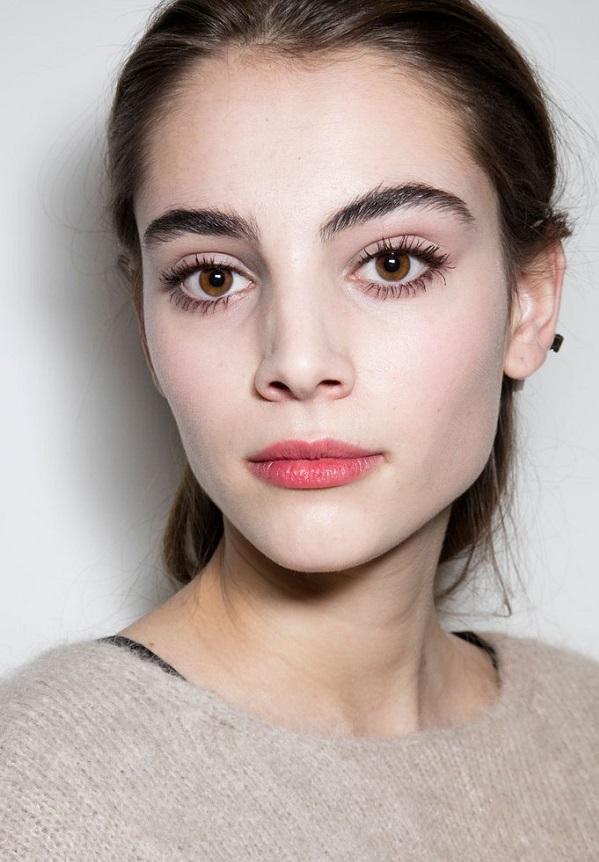 Красивый зимний макияж для карих глаз