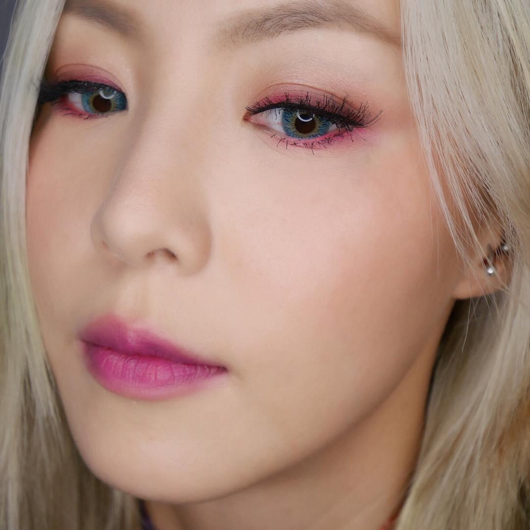 Розовый зимний макияж