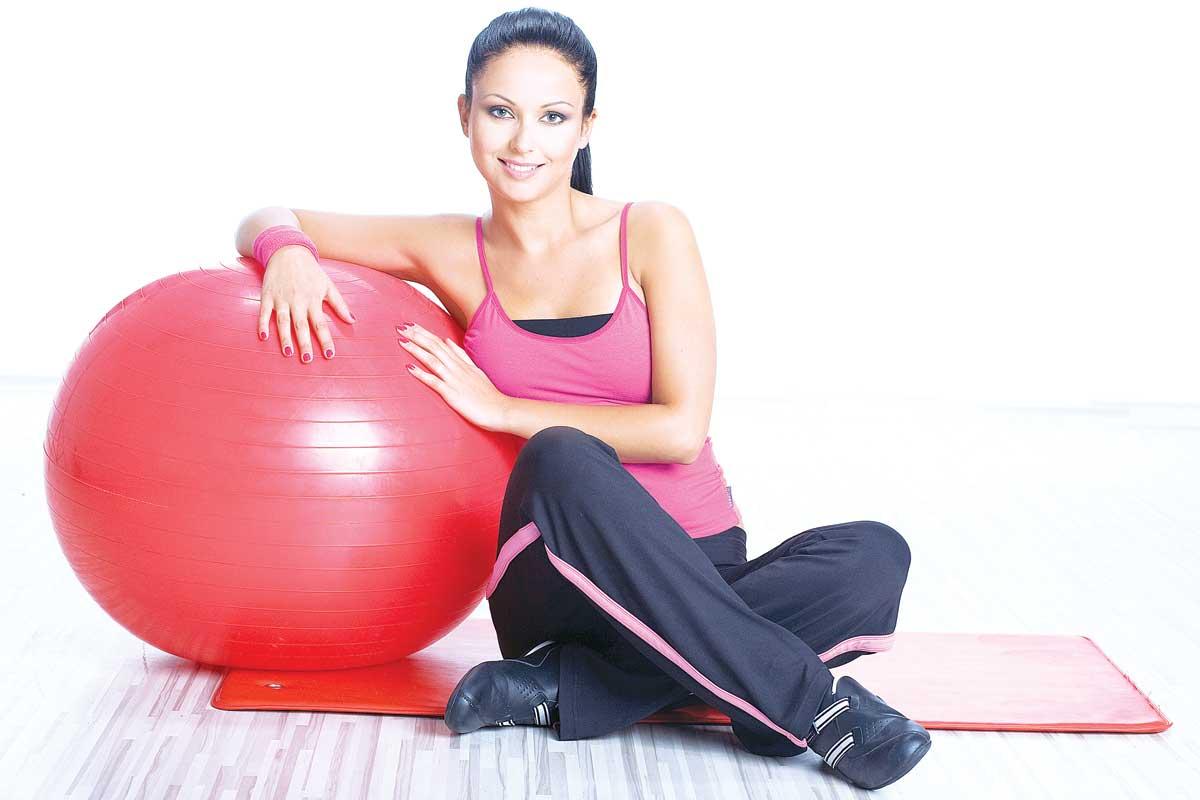 Упражнения на фитболе от целлюлита