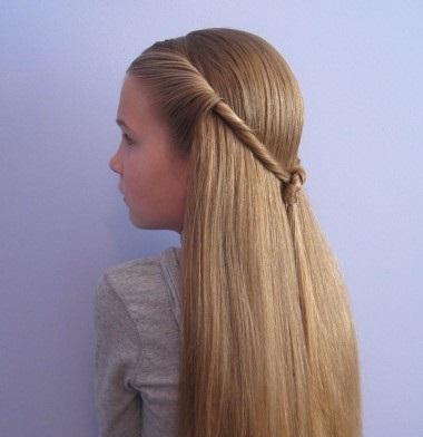 Мальвинка с распущенными волосами в школу