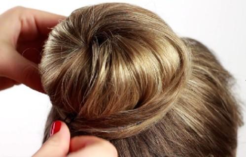 Прическа на длинные волосы в школу